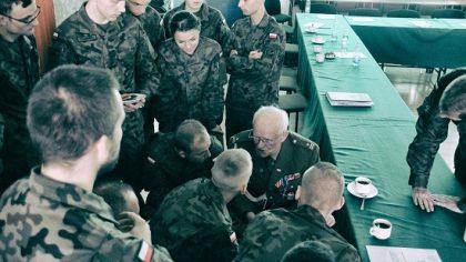 Wyjątkowe spotkanie żołnierskich pokoleń.