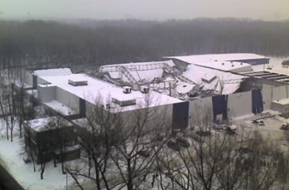 Zima trzyma! Ministerstwo przypomina o odśnieżaniu dachów.