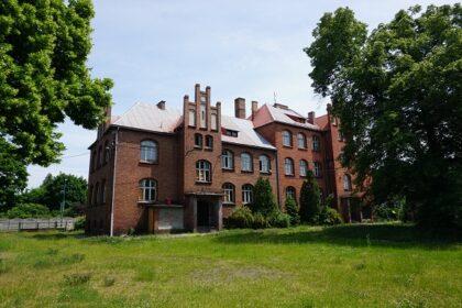 """Lubliniec: Projekt i kosztorys modernizacji """"czerwonej szkoły"""" jeszcze w tym roku? Miasto czeka na oferty"""