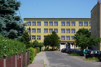 Miasto Lubliniec przymierza się do modernizacji budynku Szkoły Podstawowej nr 4. Ruszają prace nad projektem i kosztorysem